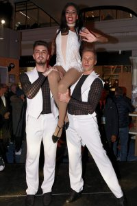 36-la-folie-douce-cabaret-shows-and-live-music2